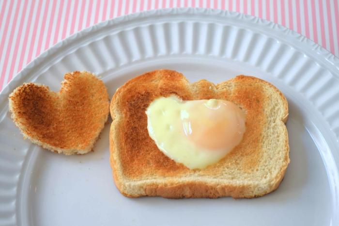 gesund schlafen eier essen spiegeleier