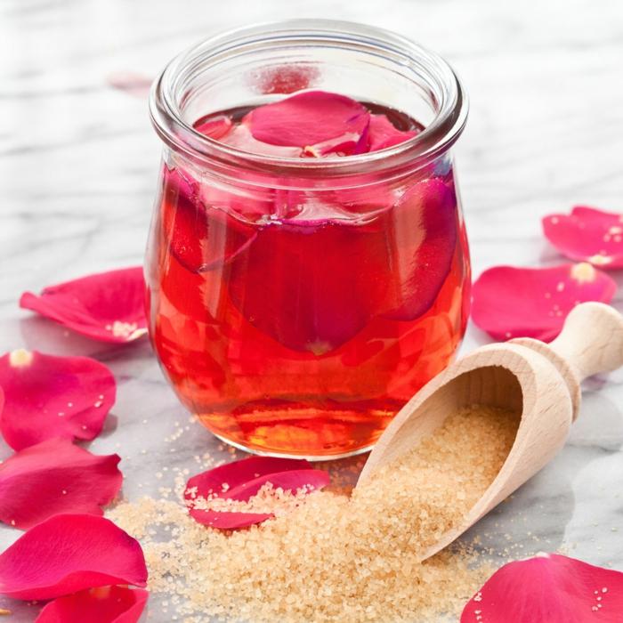 gesund wohnen badewanne baden rosenöl rosenblütenblätter badesalz selber machen