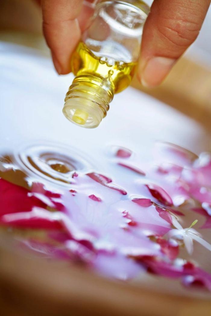 gesund wohnen badewanne blumen öle parfüm