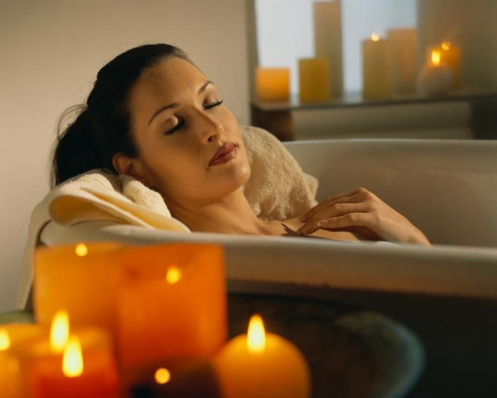 gesund wohnen badewanne entspannung relax kerzen
