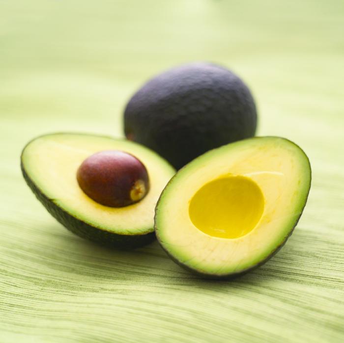 gesunde ernährung avocado schöne haut haare sommer