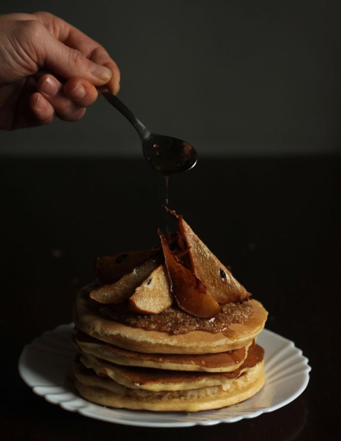 gesunde frühstücksideen pfannkuchen birnen datteln