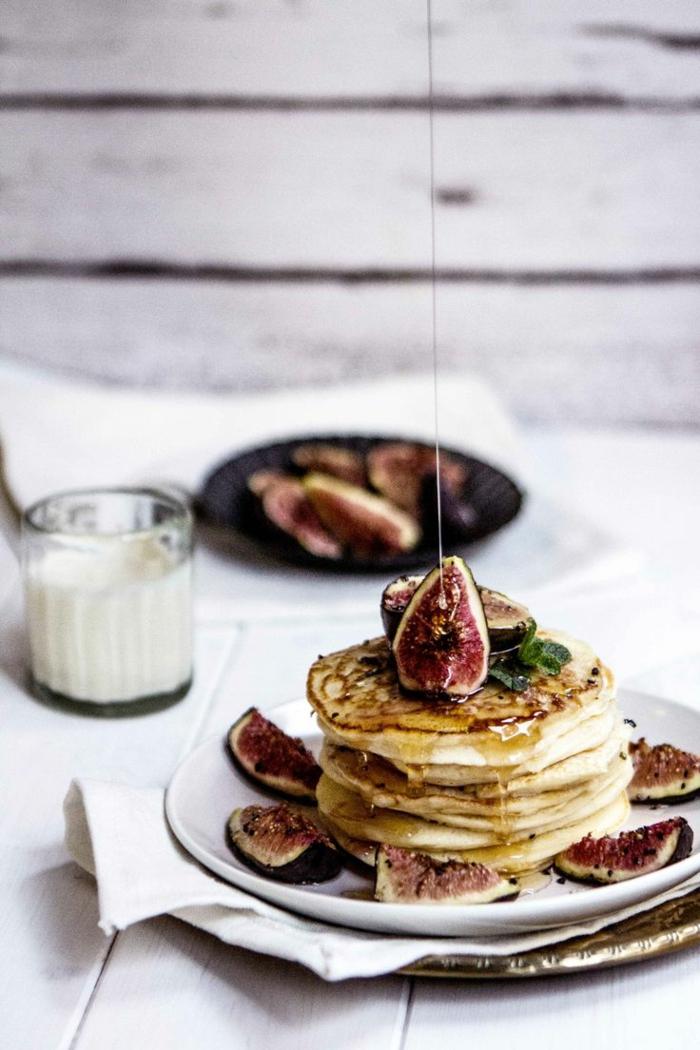 gesunde frühstücksideen pfannkuchen feigen