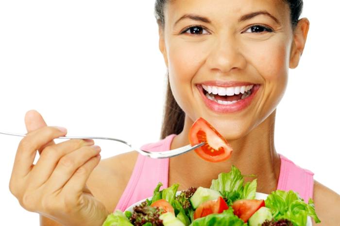gesunde haut lebensmittel frische salate essen gesunde ernährung