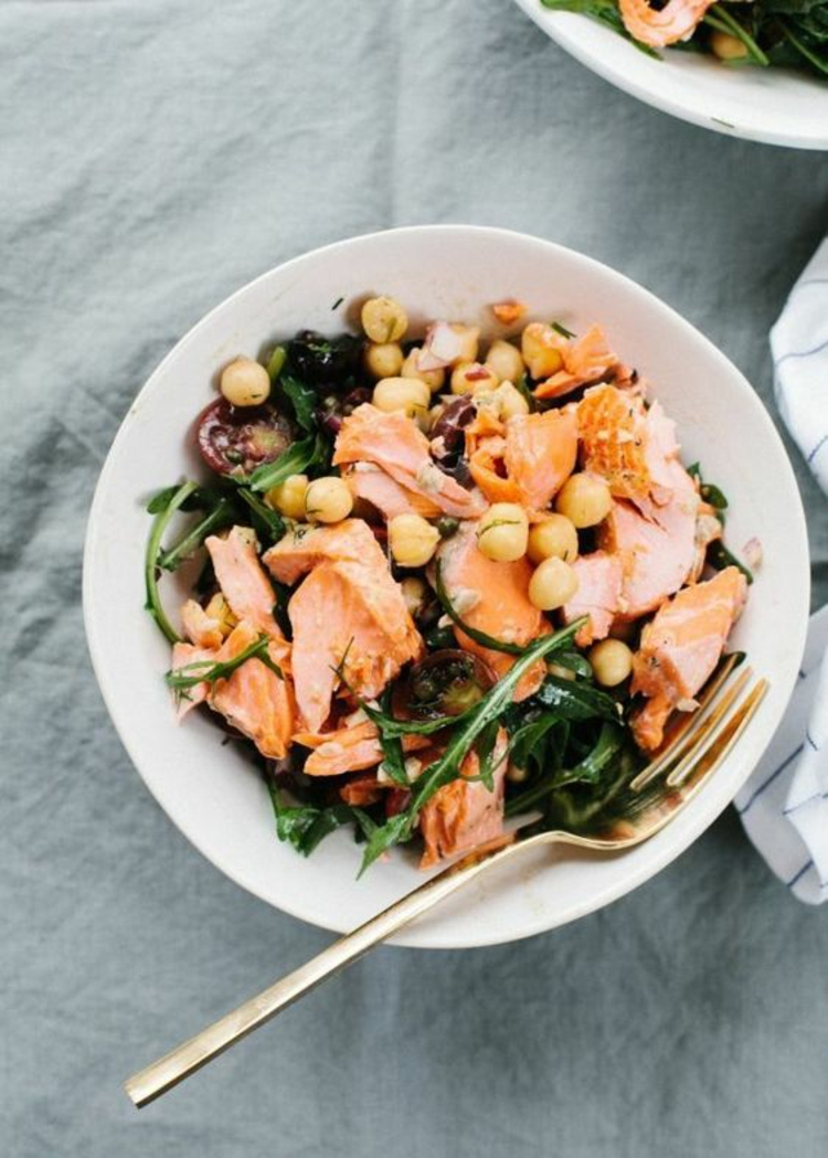gesundes Essen Salat Ideen mit Lachs und Meeresfrüchte