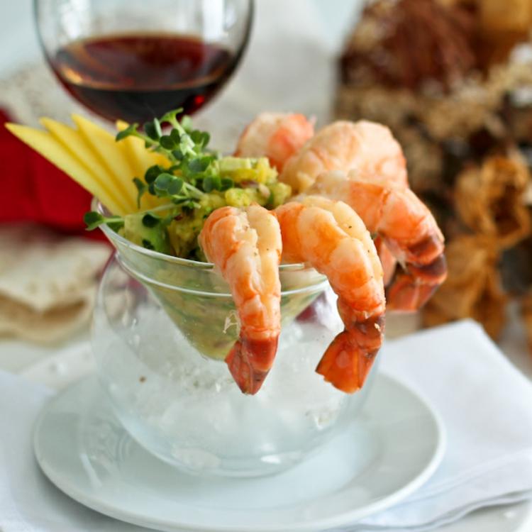 gesundes Essen Shrimp Cocktail mit Mango Salsa
