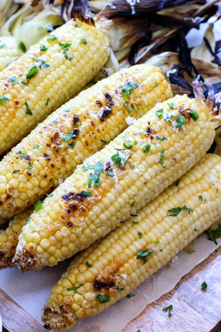 gesundes Essen Sommer Gemüse Mais gegrillt