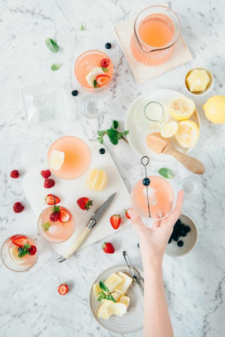 gesundes Essen Sommergetränke Gin Grapefruit Sommer Soda