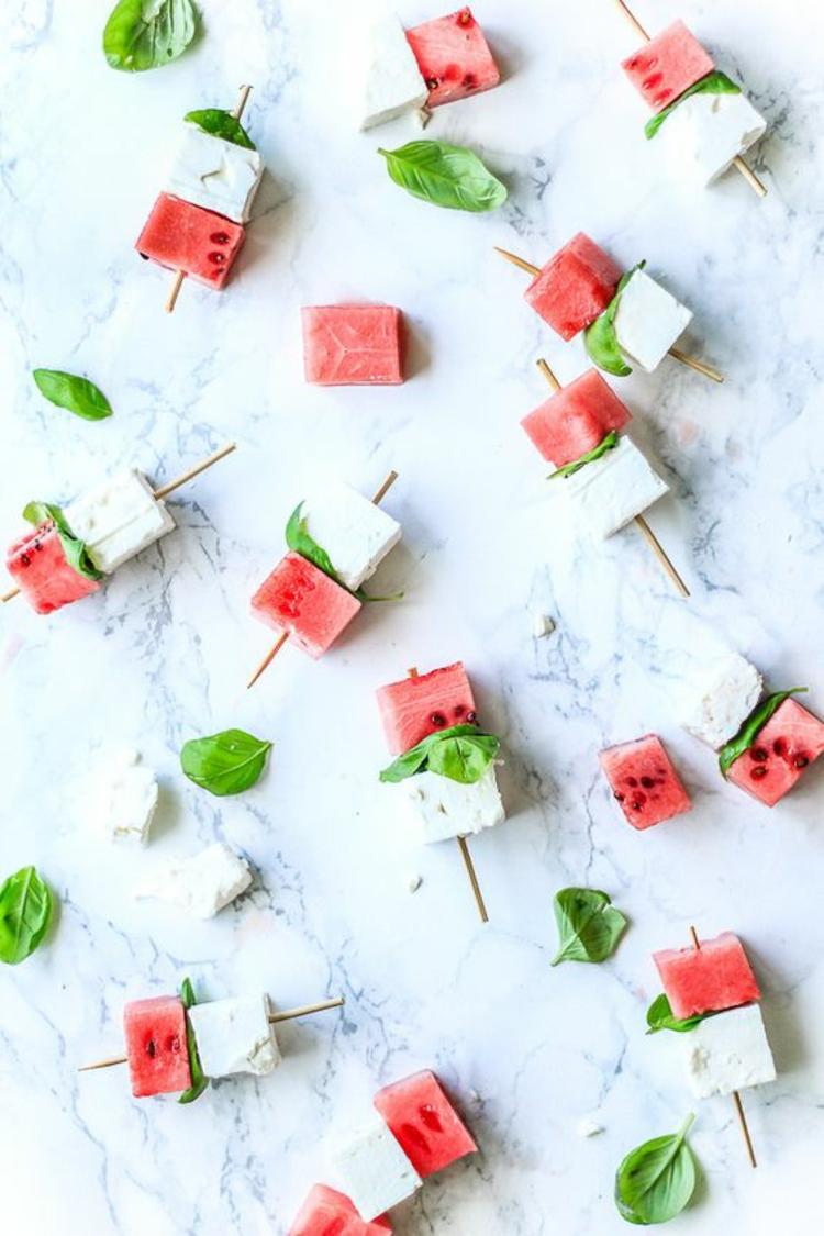 gesundes Essen Wassermelone Feta Käse Spieße