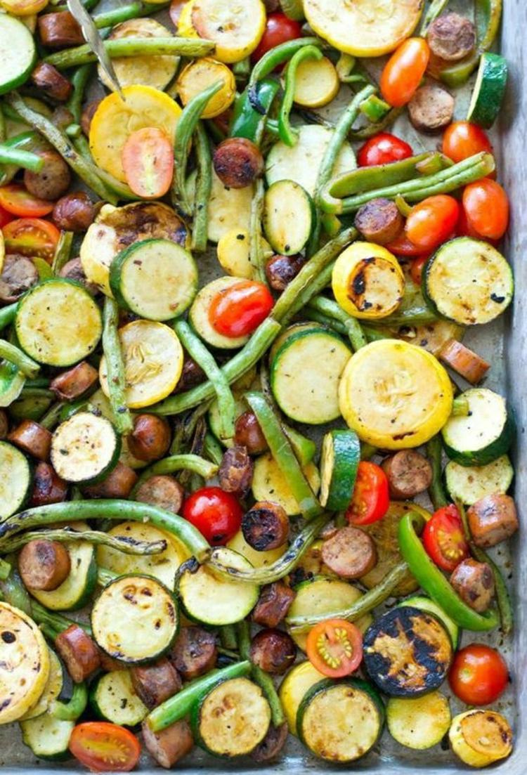 gesundes Essen gegrilltes Gemüse Zucchini