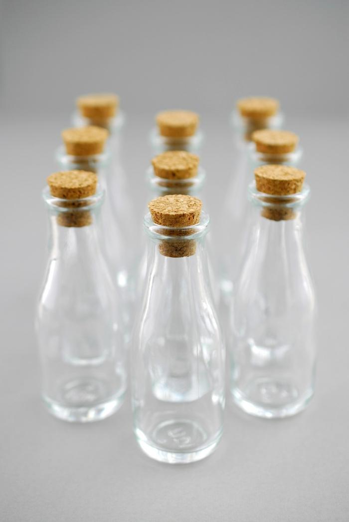 gesundes leben flüssigkeiten aufbewahren glassflaschen