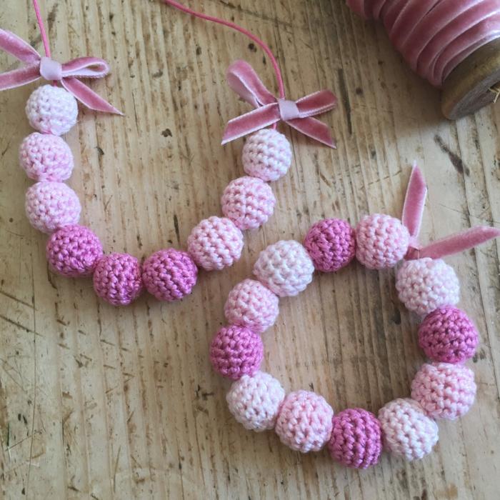 häkelmuster armbänder selber machen rosanuancen
