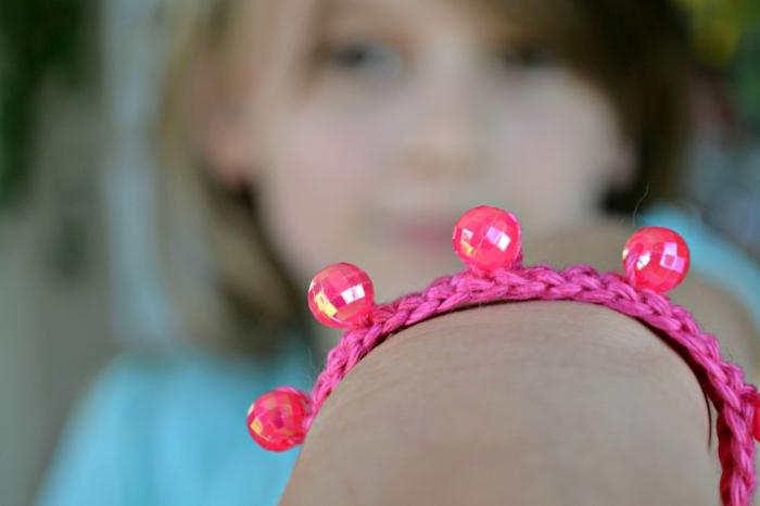 häkelmuster armband perlen rosa diy ideen