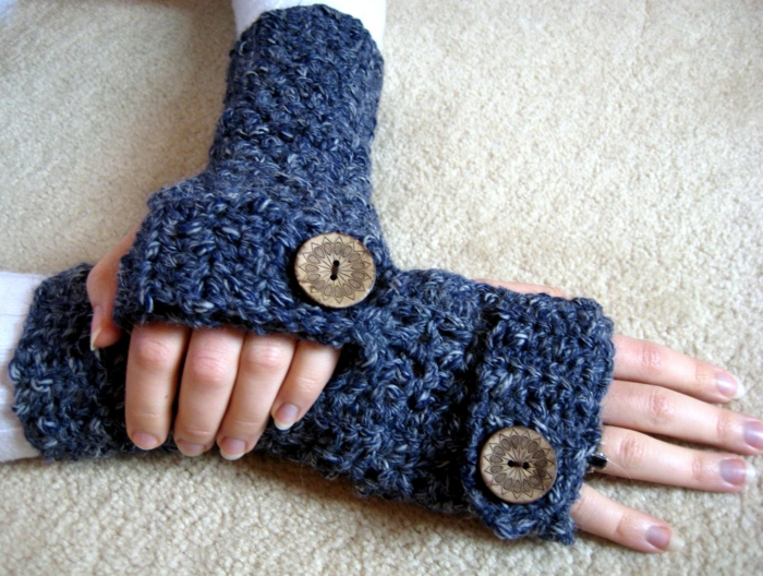 häkelmuster handschuhe großer knopf schick