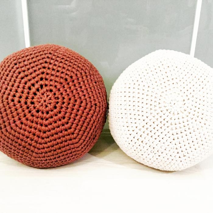 häkelmuster sitzkissen rund weiß orange häkeln