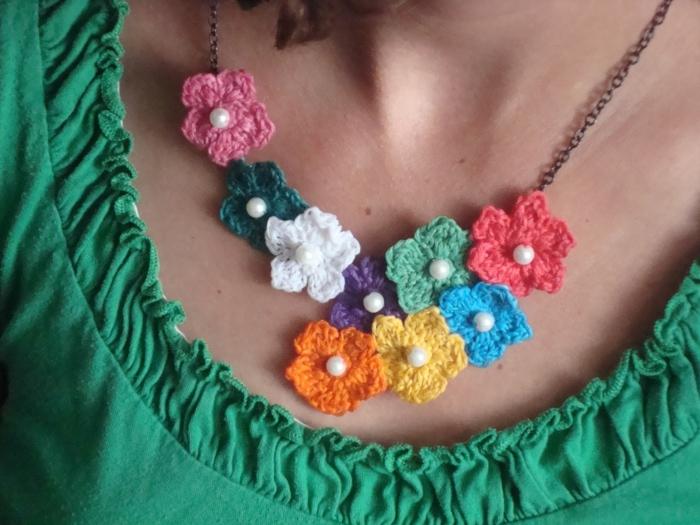 häkeln ideen farbige halskette blumen diy accessoires