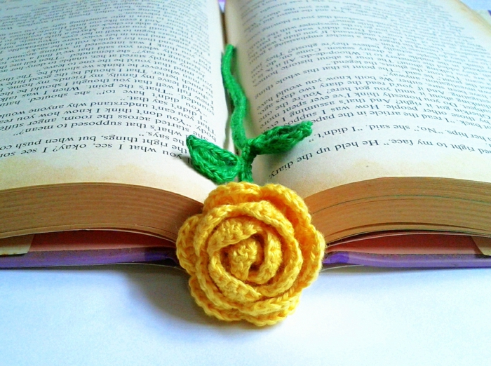 häkeln ideen lesezeichen basteln gelbe rose