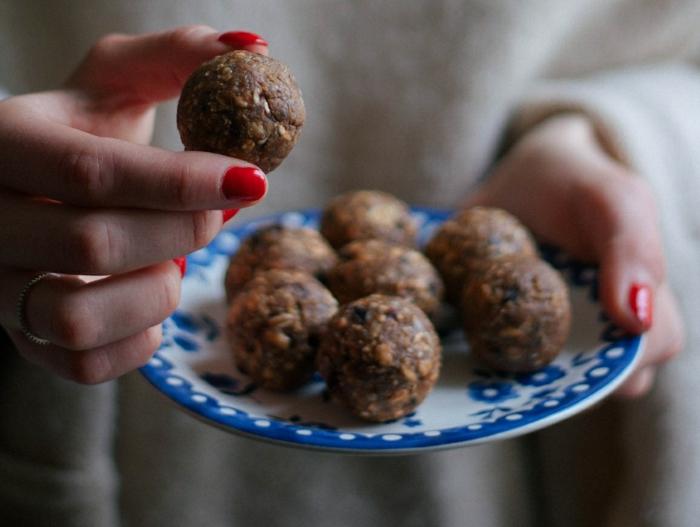 Frühstücksideen haferflocken gesund am stiel kekse blaubeeren chia schnitten getrocknete früchte bälle