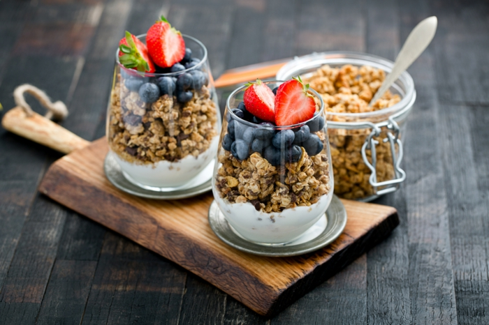 Frühstücksideen haferflocken gesund am stiel kekse blaubeeren chia schnitten getrocknete früchte beeren