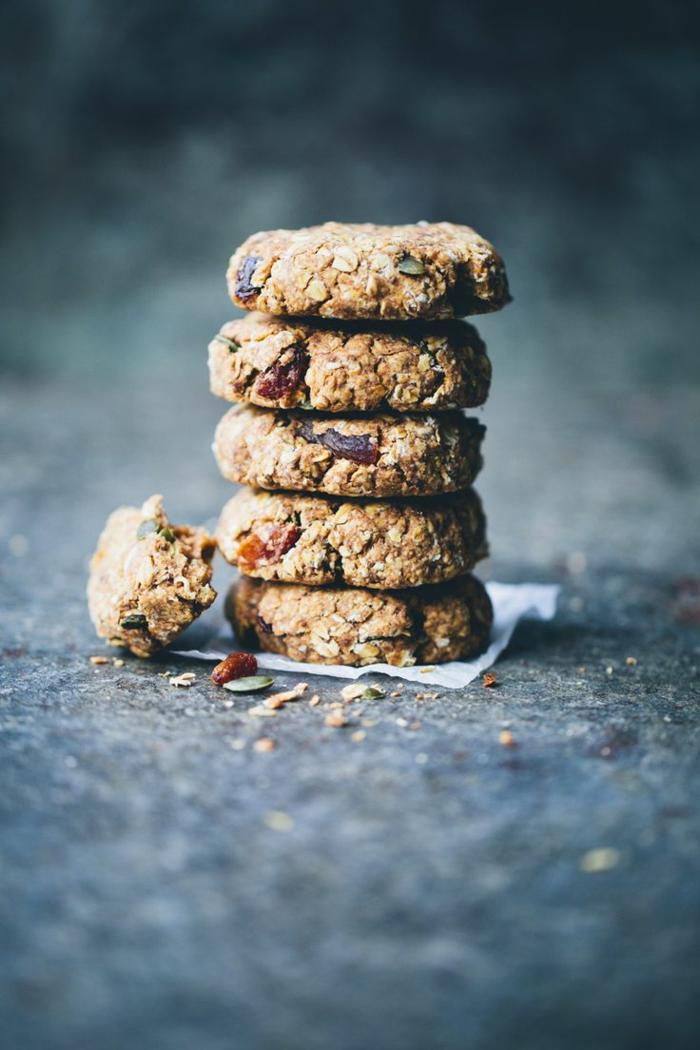 Frühstücksideen haferflocken gesund am stiel kekse blaubeeren chia schnitten getrocknete früchte taler