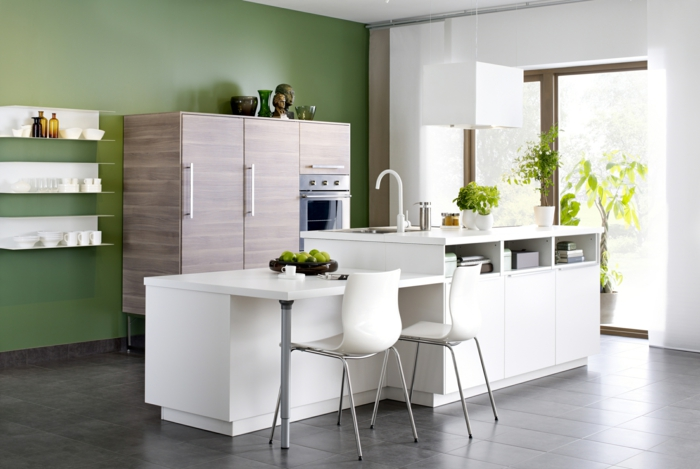 küchendesign offene wandregale grüne wände pflanzen bodenfliesen