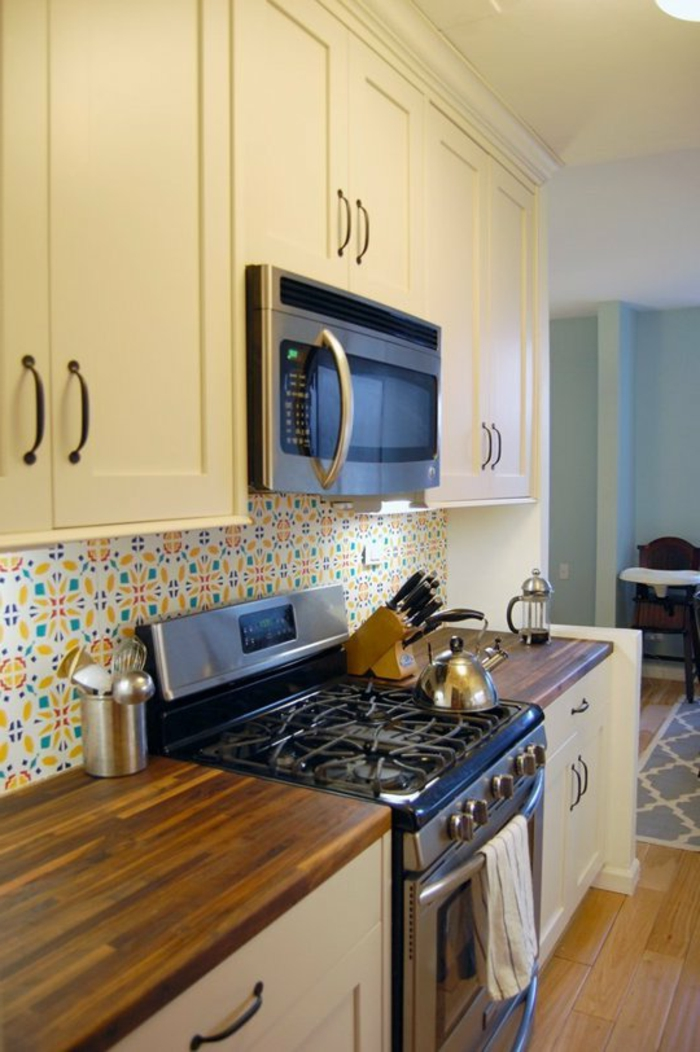 küchenrückwände farbig arbeitsfläche holzoptik