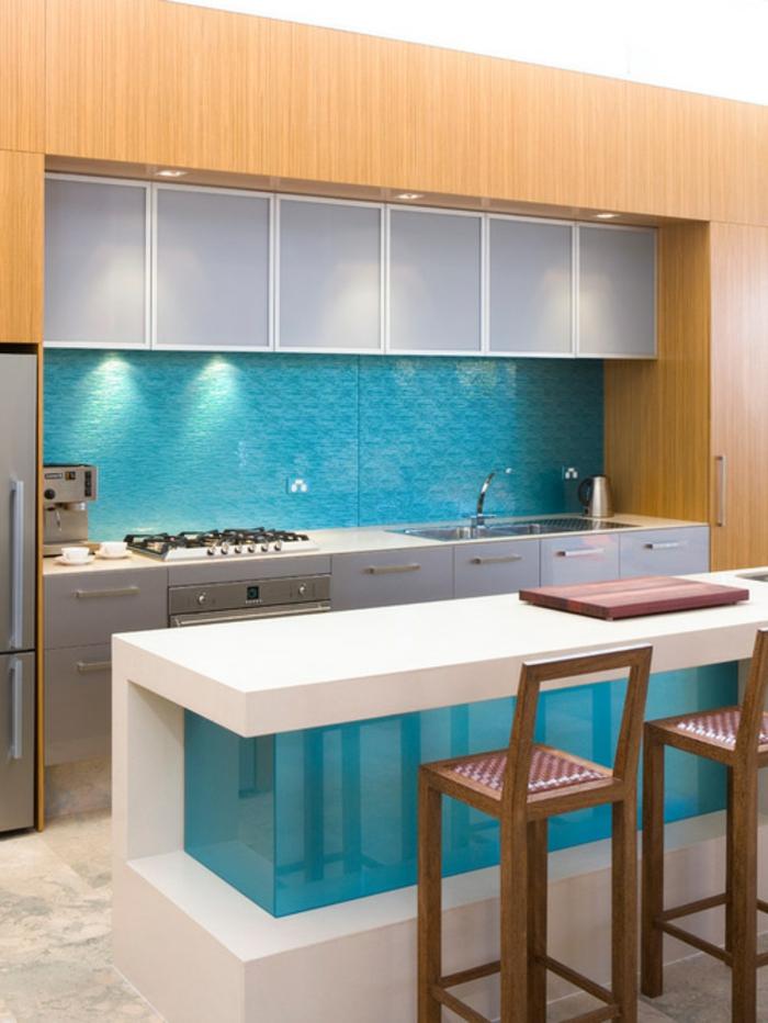 küchenrückwände glas hellblau weiße kücheninsel