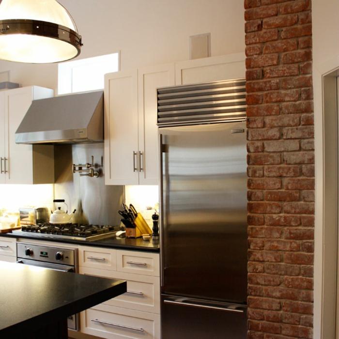 küchenrückwände stahl helle küchenschränke große pendelleuchte