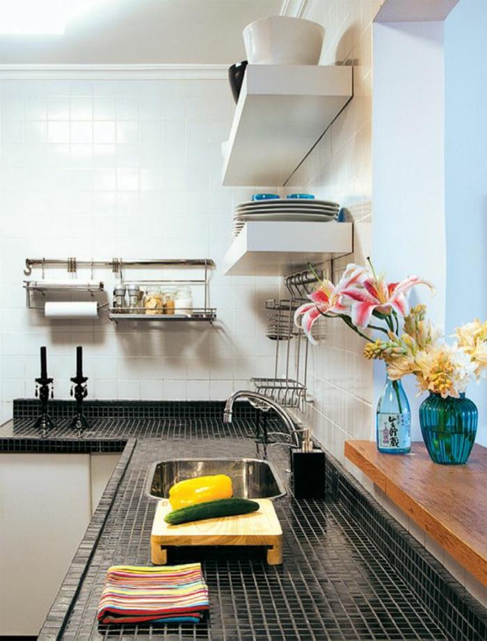 küchenspiegel küchenrückwand fliesen arbeitsfläche schwarz weiß