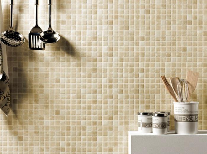 küchenspiegel küchenrückwand mosaik wandfliesen küchenutensilien