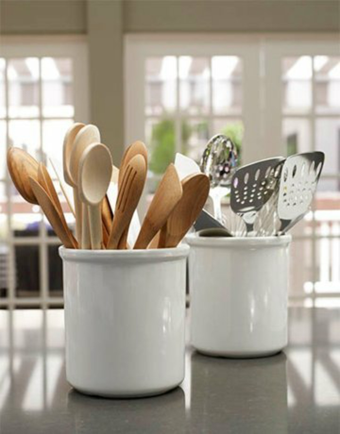 kleine küche einrichten optimale raumnutzung ikea teelicht schilder verschidene vasen krug