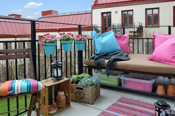 kleinen balkon gestalten farbige muster blumen