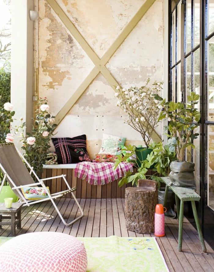 kleinen balkon gestalten rustkale elemente pflanzen
