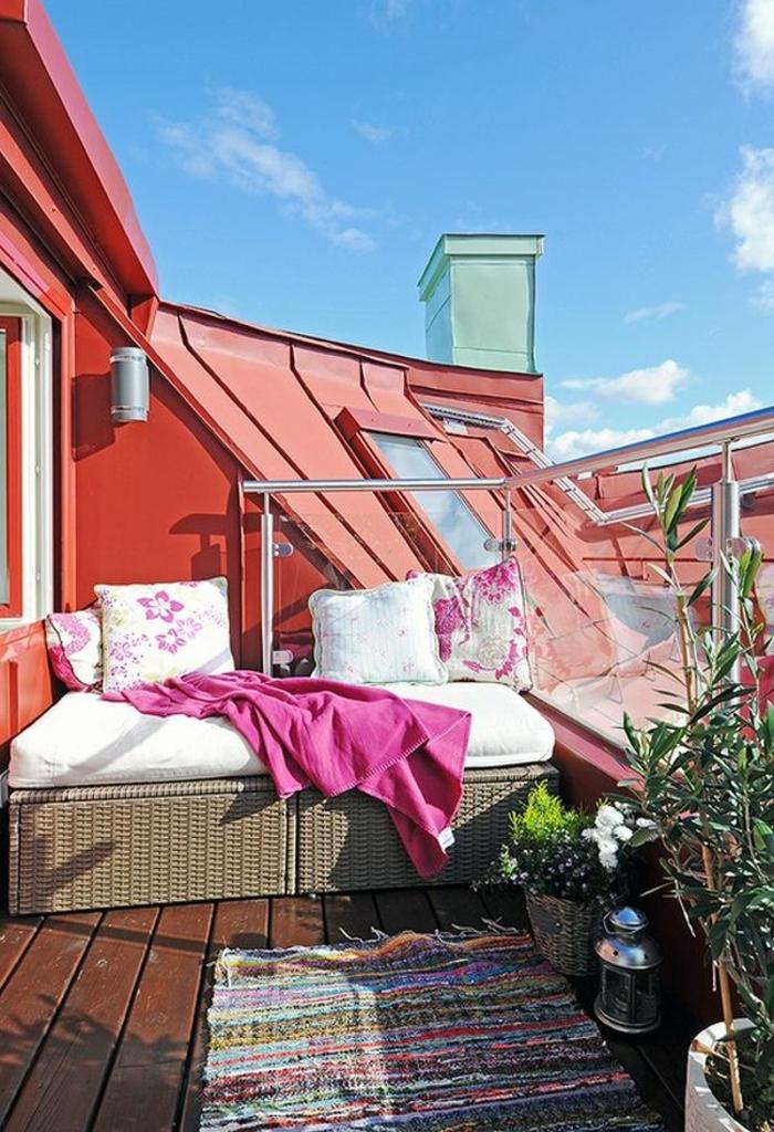 kleinen balkon gestalten teppichläufer erholungsecke