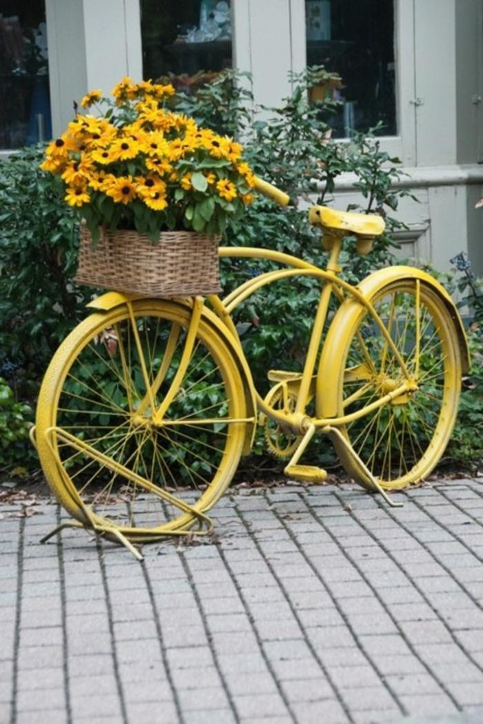 kreative gartenideen für kleine gärten fahrrad gelb