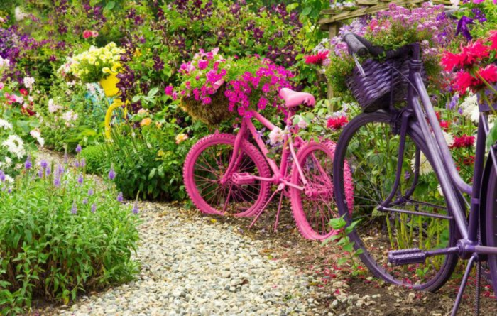 kreative gartenideen für kleine gärten fahrrad rosa