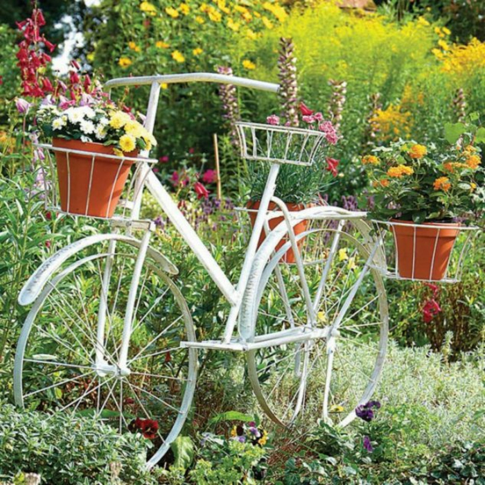 kreative gartenideen für kleine gärten fahrrad weiß