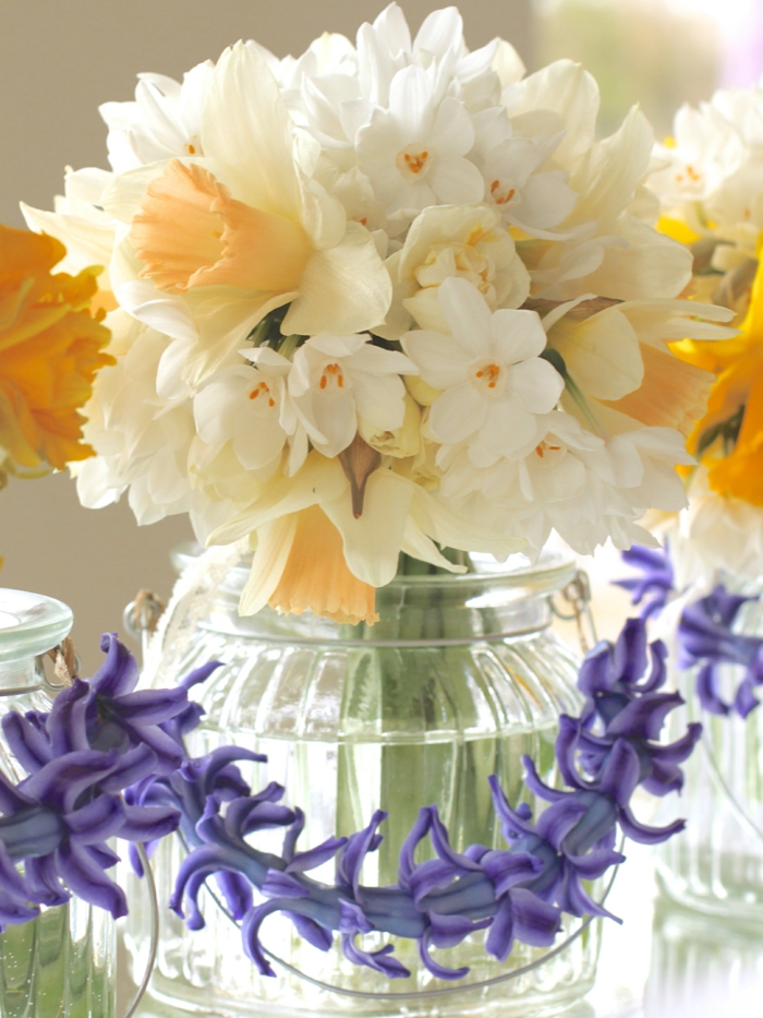 lebe gesund phytotherapie blumenstrauß vase weiße blumen lila