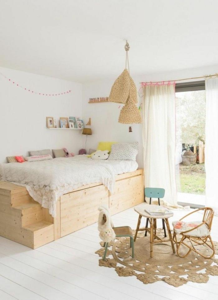 möbel kinderzimmer runder teppich holzbett treppen stauraum