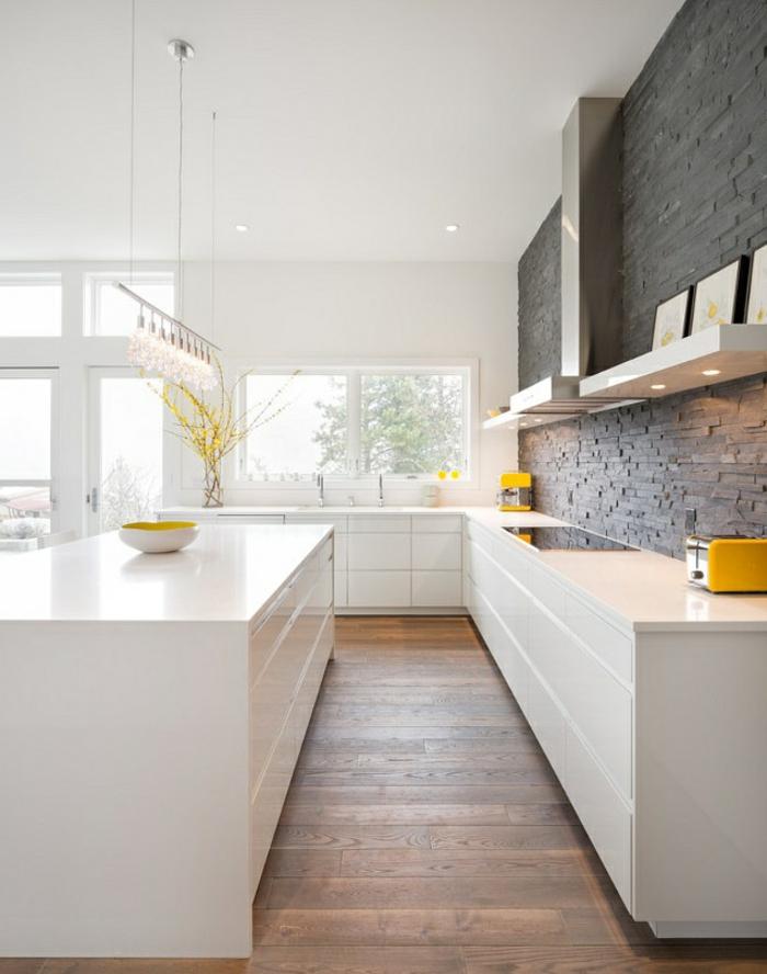 moderne küchen minimalistischer stil schöne küchenrückwand gelbe akzente