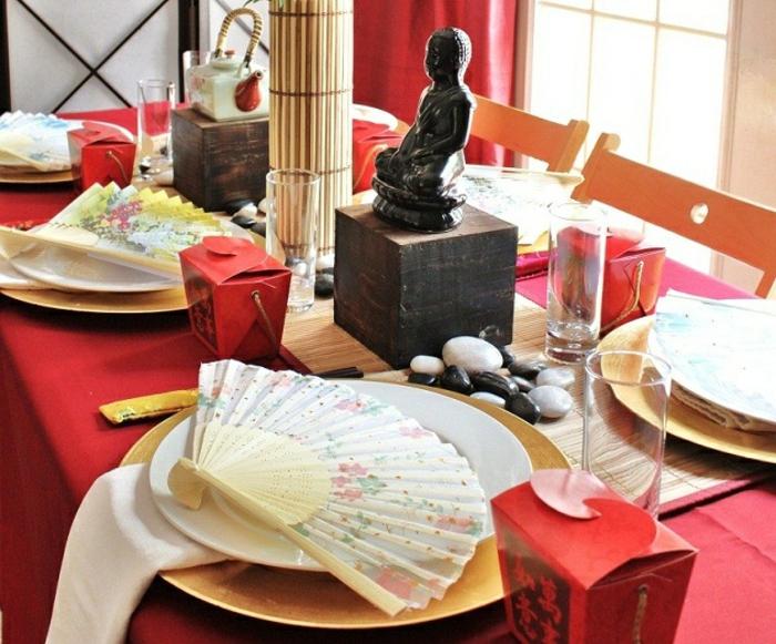 mottoparty-ideen-asiatische-party-dinner-fächer-buddha-statue-tischdekoration