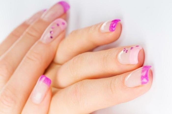 nageldesign ideen französische maniküre stilvoll rosanuancen