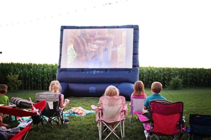 open air kino kreative gartenideen freiluft kino decke stimmung aufbalsbar