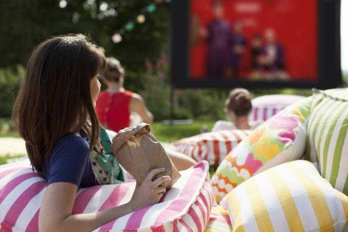 open air kino kreative gartenideen freiluft kino decke stimmung bequem