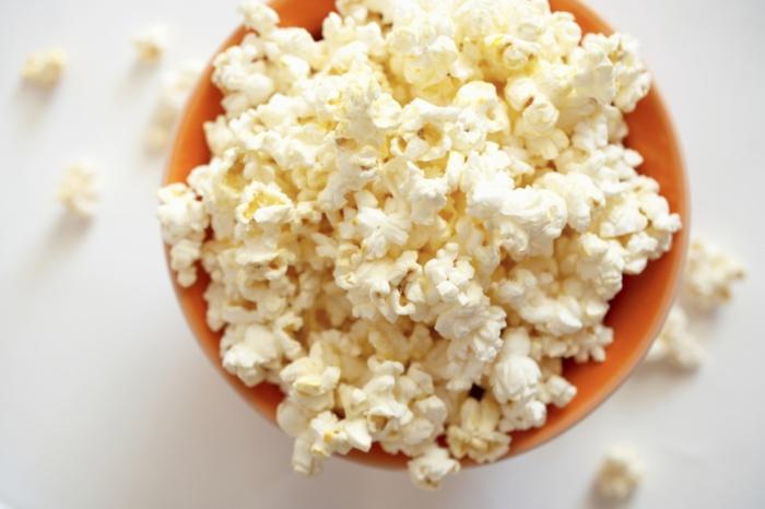schlaflosigkeit bekämpfen popcorn essen