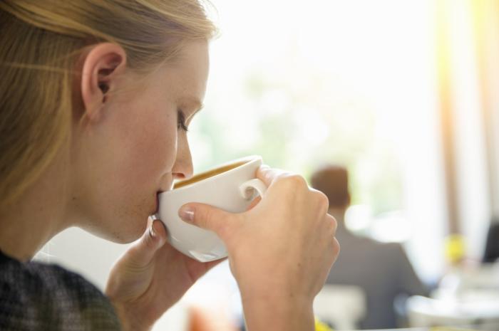 was tun gegen schlaflosigkeit kaffee bis mittag trinken