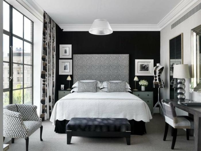 schlafzimmer einrichten schwarze akzentwand weiße zimmerdecke schlafzimmerbank