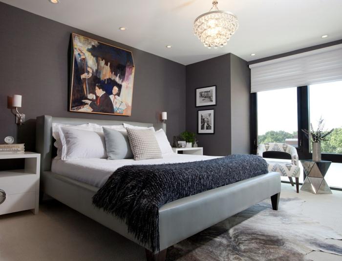 schlafzimmer einrichten weiße zimmerdecke dunkle wände eleganter teppich