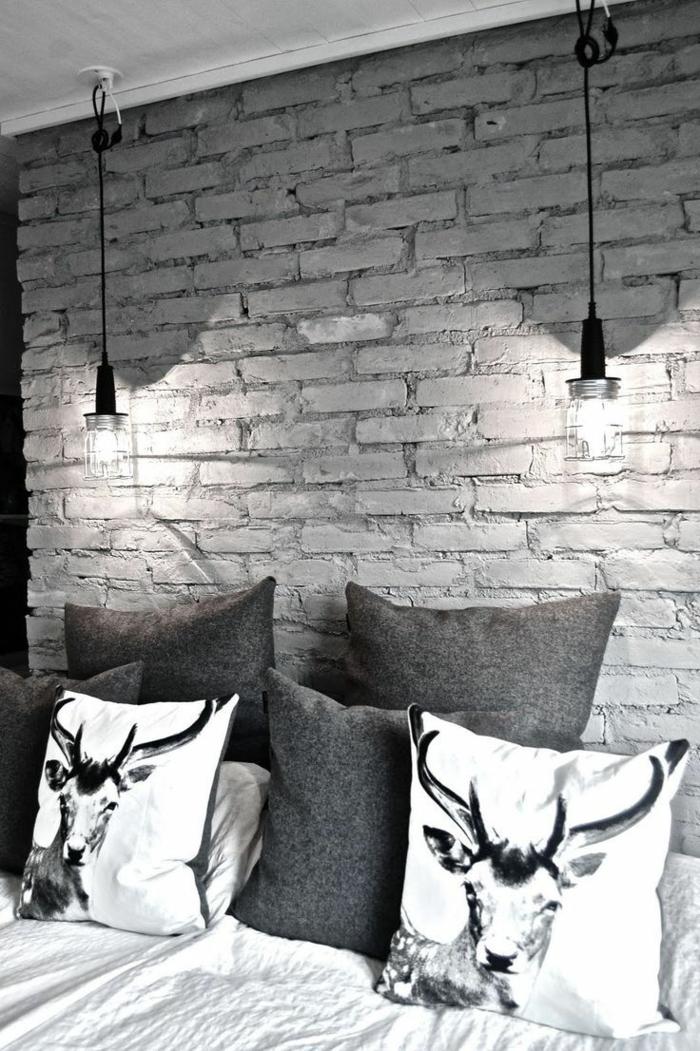 schlafzimmer einrichtung beleuchtung steinwand dekokissen hängelampen