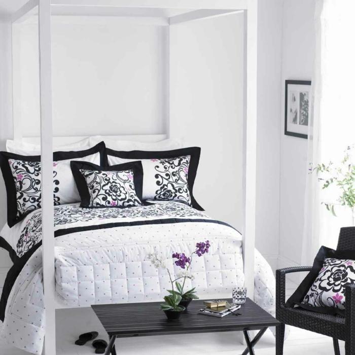 schlafzimmer schwarz weiß bettwäsche blumendeko